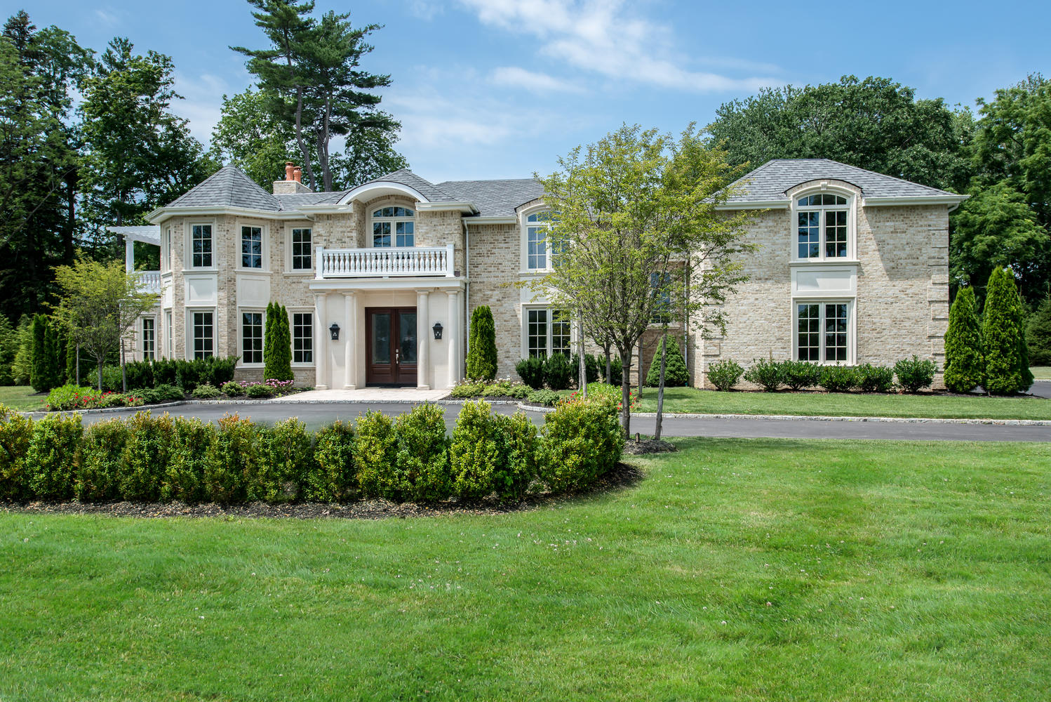 Villa per Vendita alle ore Colonial Hidden Pond Dr Old Westbury, New York, 11568 Stati Uniti