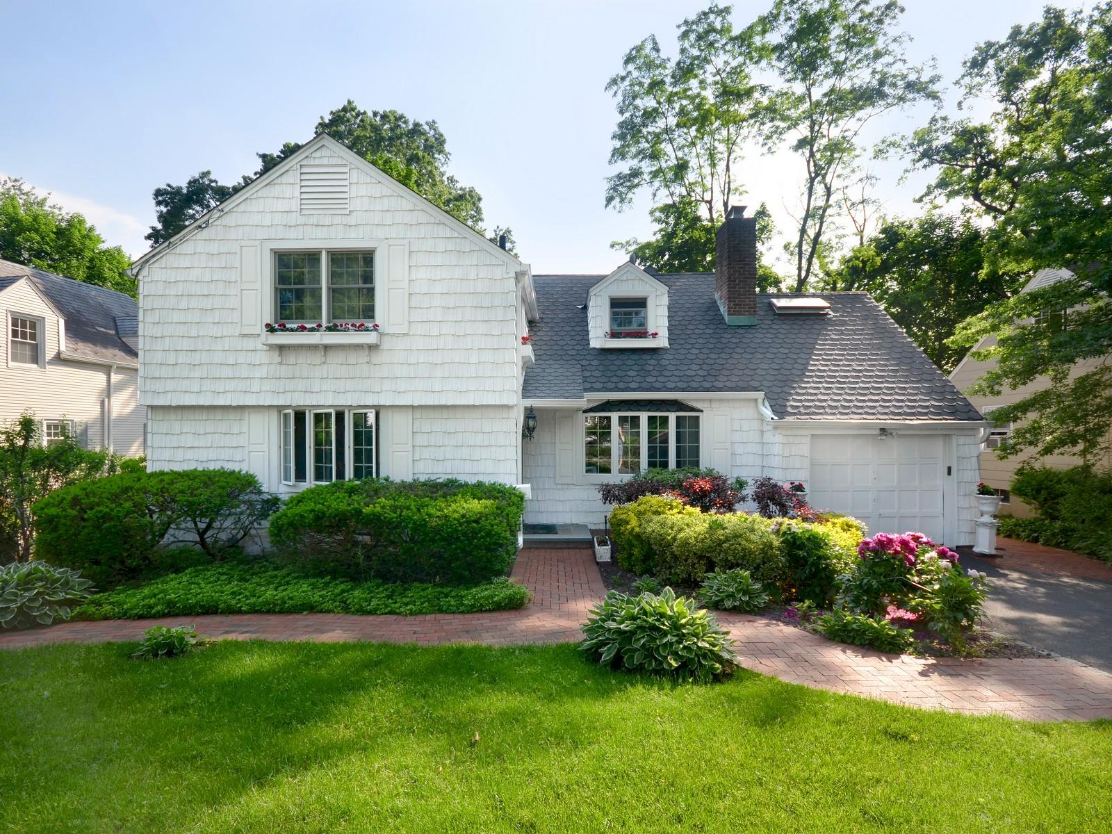 Villa per Vendita alle ore Colonial 11 Briarcliff Dr Port Washington, New York, 11050 Stati Uniti