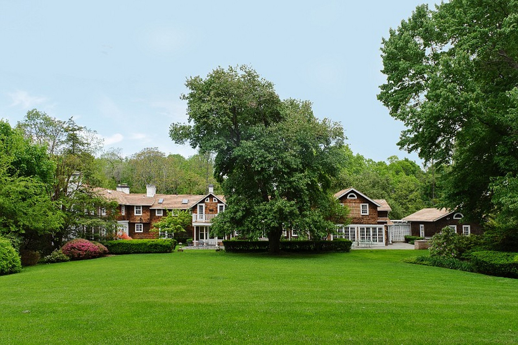 Single Family Home for Sale at Colonial 14 Horse Hollow Rd Lattingtown, New York, 11560 United States