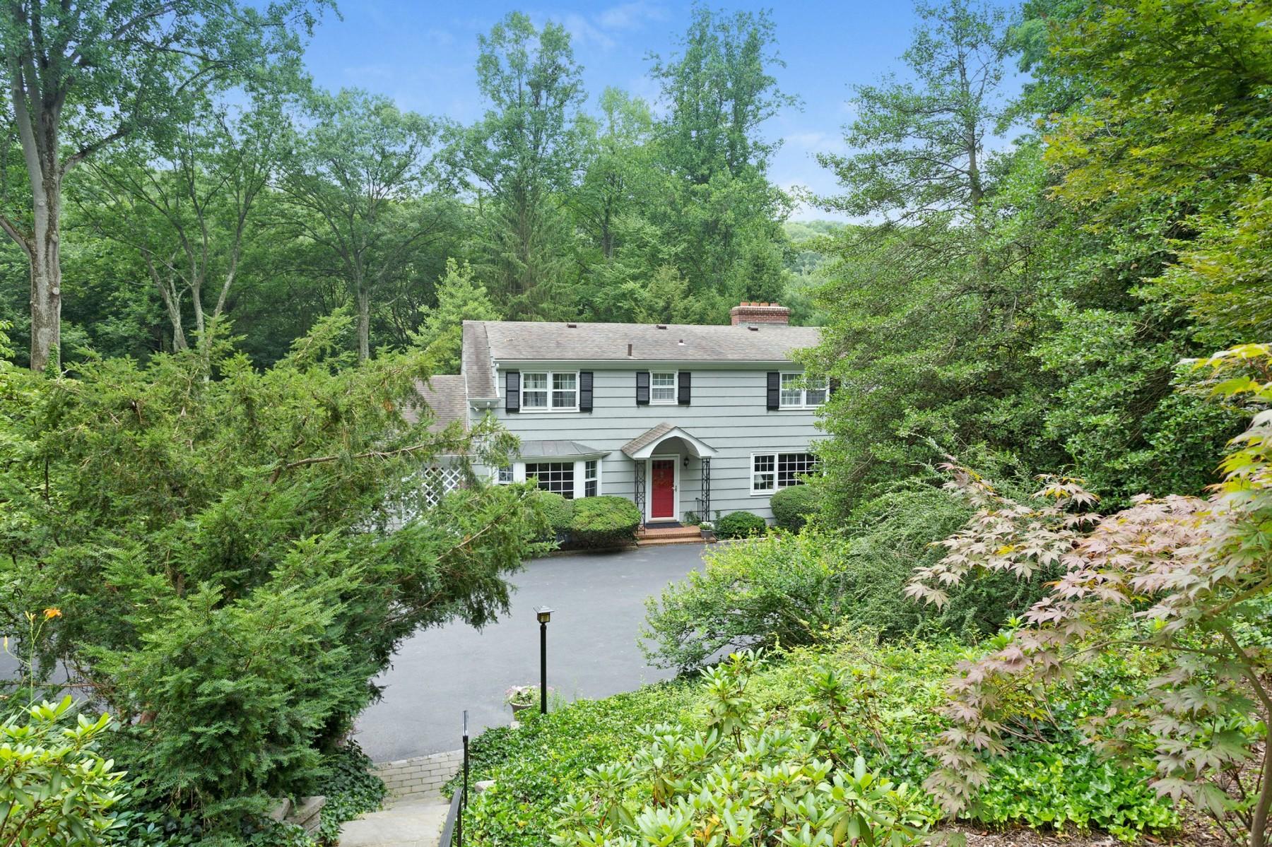 独户住宅 为 销售 在 Colonial 43 Dogwood Ln 卢卡斯特谷, 纽约州, 11560 美国