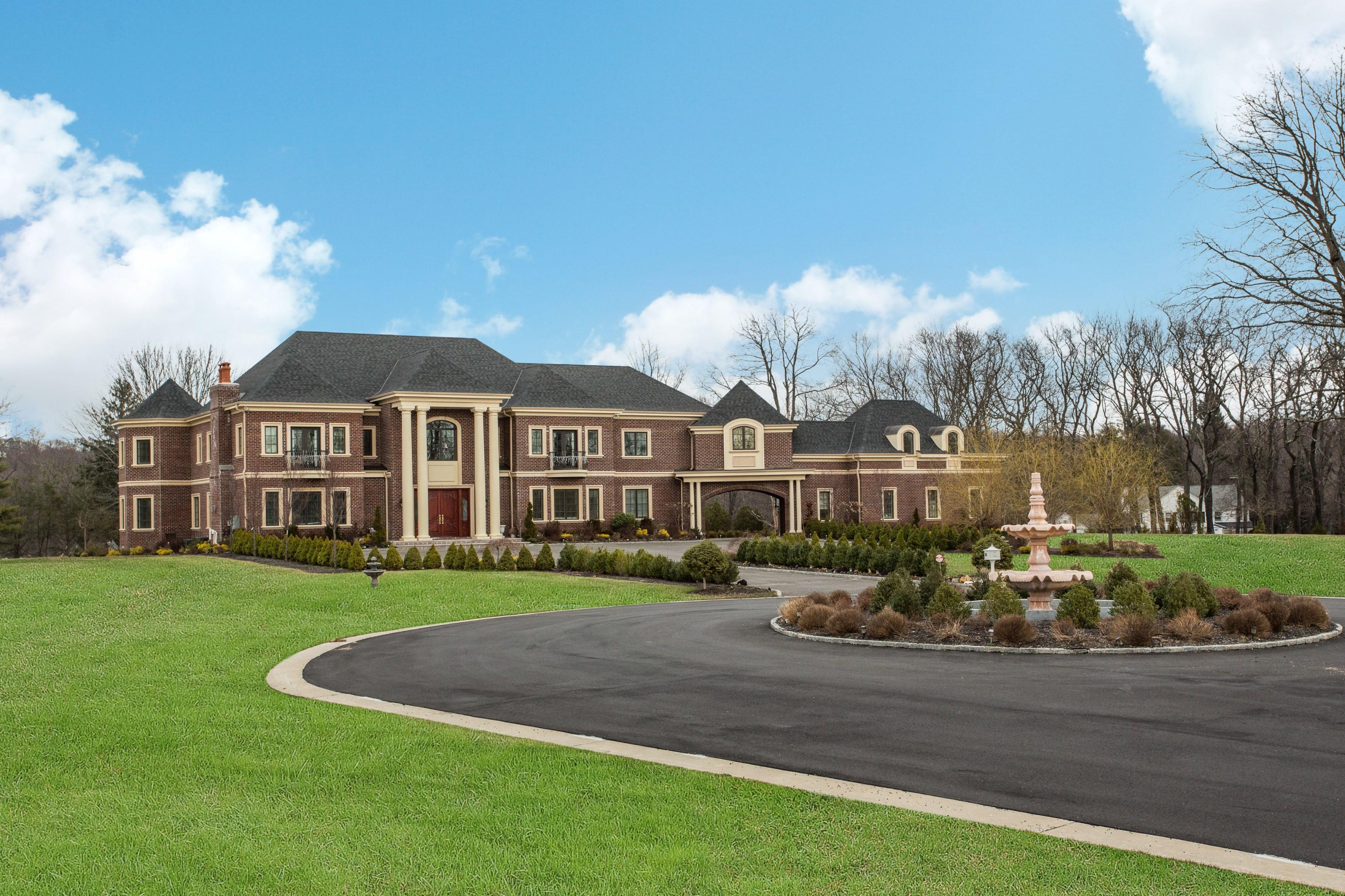 Casa para uma família para Venda às Colonial 16 Evergreen Way Old Brookville, Nova York, 11545 Estados Unidos