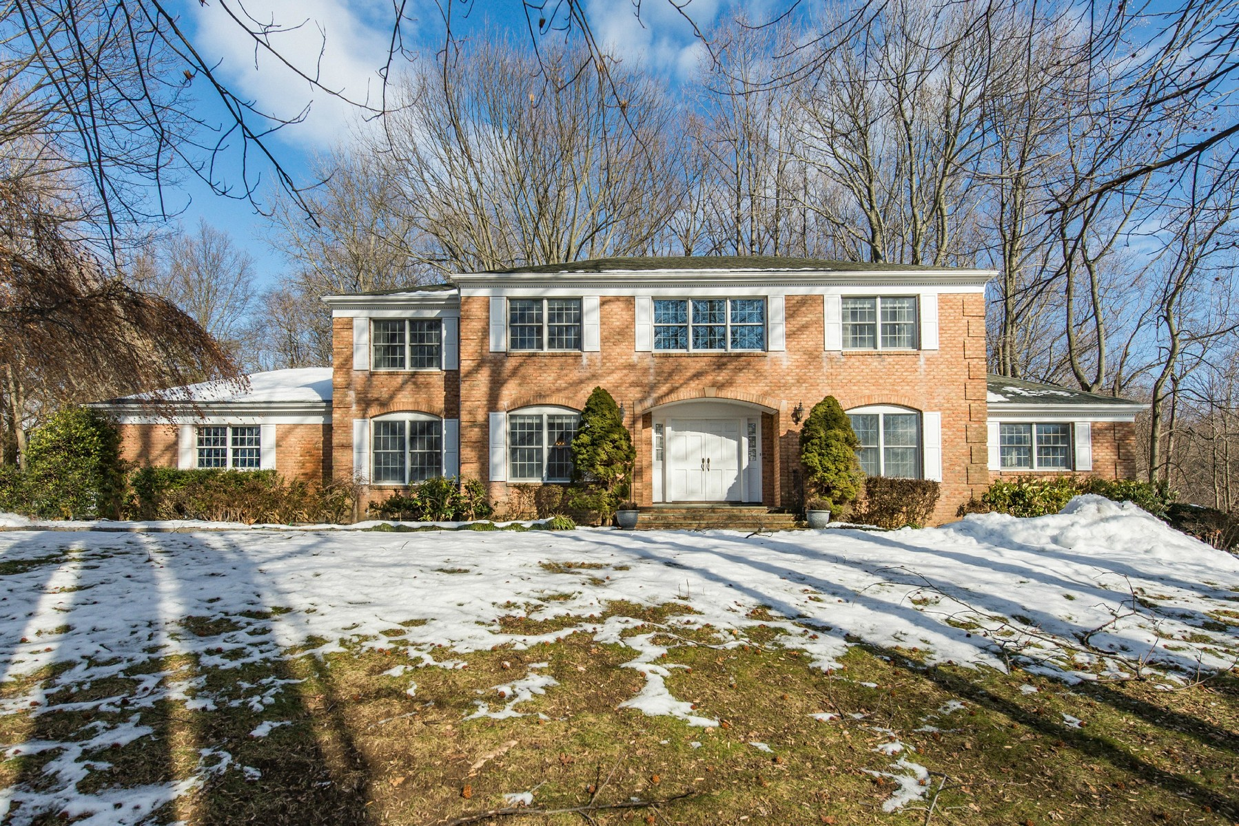 Single Family Home for Sale at Colonial 125 Centre Island Rd Centre Island, New York, 11771 United States