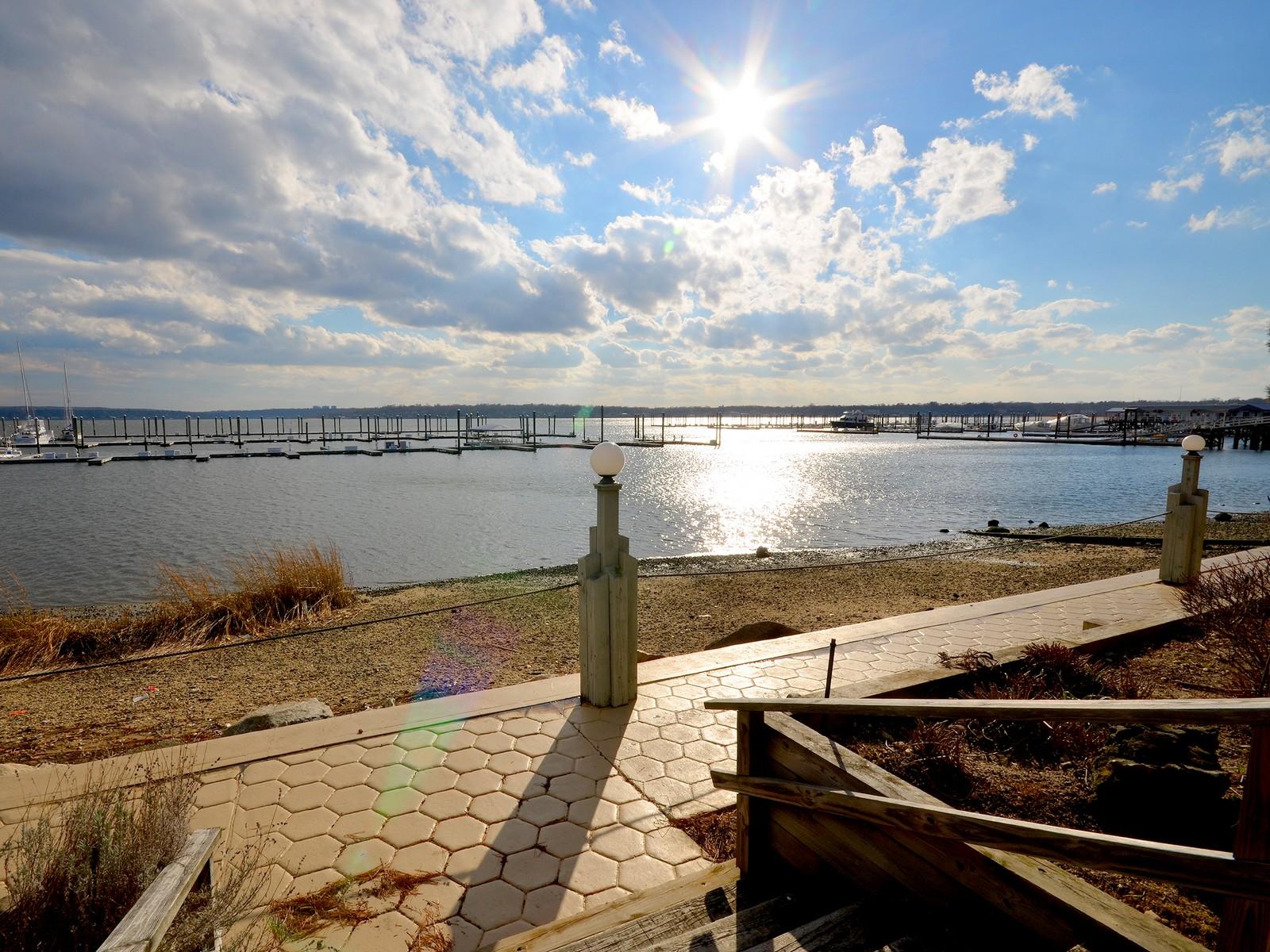Kat Mülkiyeti için Satış at Condo 53 Orchard Beach Blvd Port Washington, New York, 11050 Amerika Birleşik Devletleri