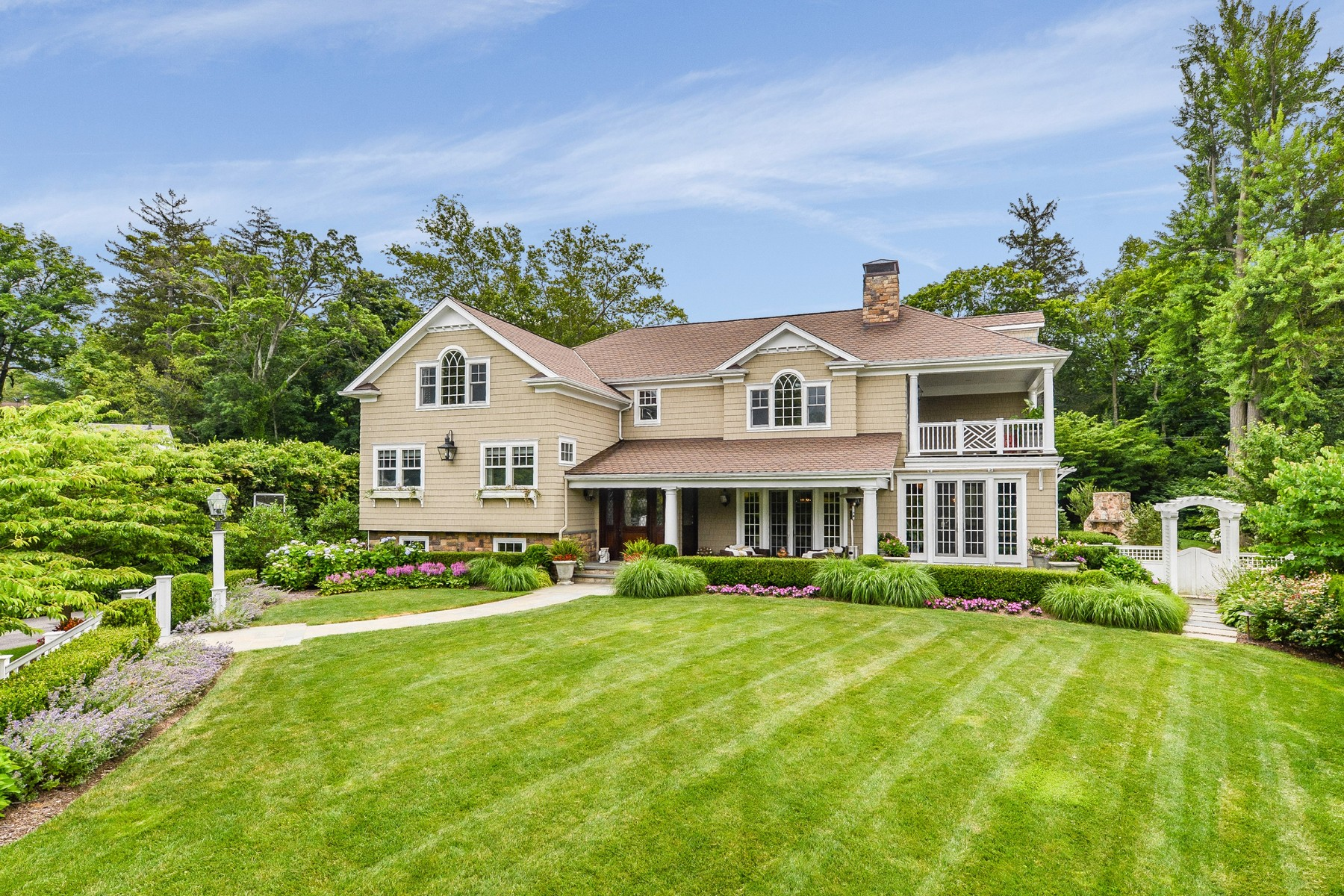 Single Family Home for Sale at Water View Colonial on 1/3 Acre 3 Gulls Cove Manhasset, New York, 11030 United States