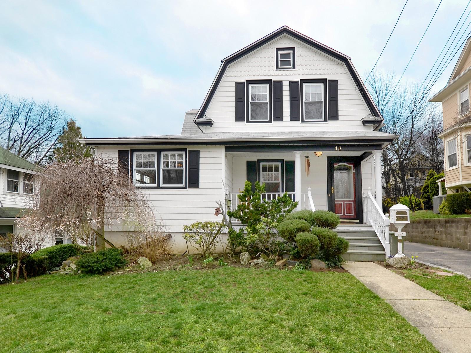 Casa para uma família para Venda às Colonial 18 Adams St Port Washington, Nova York, 11050 Estados Unidos