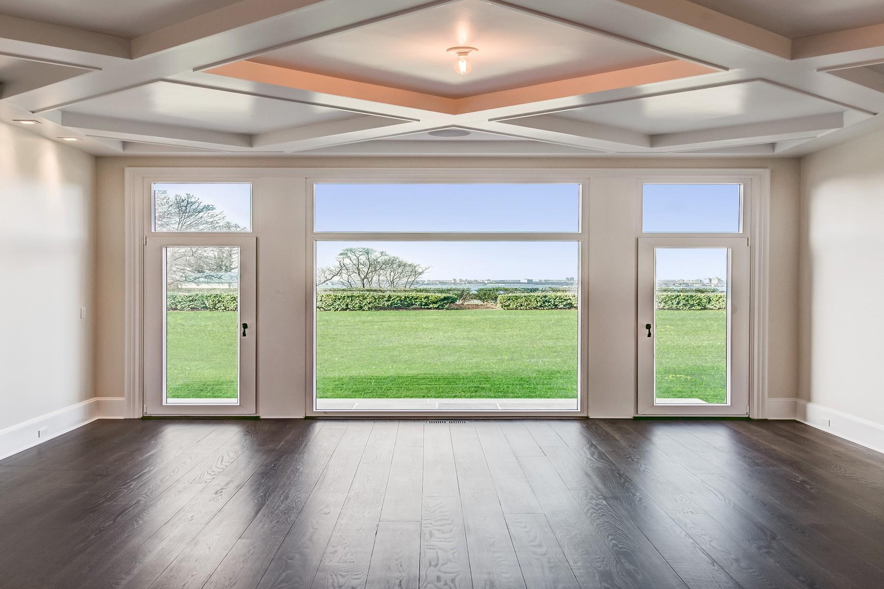 Casa para uma família para Venda às 10,000 SF European-Inspired Masterpiece 172 Kings Point Rd Great Neck, Nova York, 11024 Estados Unidos