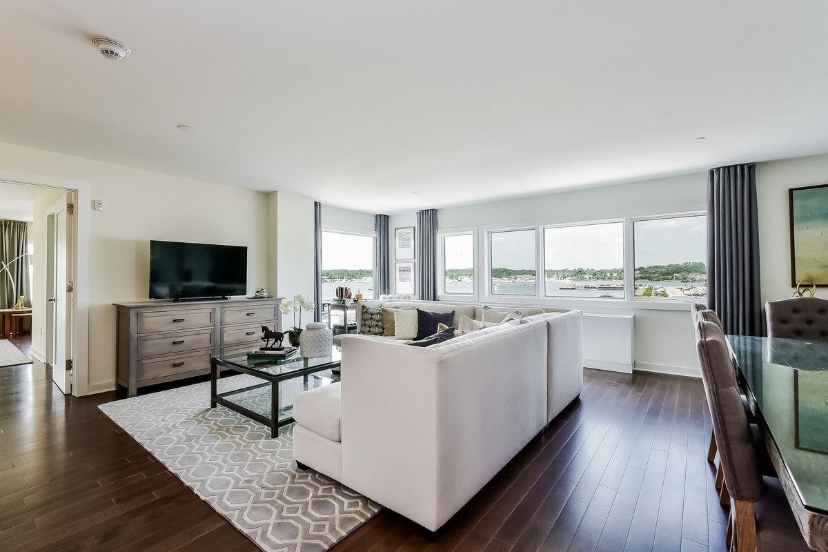 Condomínio para Venda às Condo 433 Main St 3 301 Port Washington, Nova York, 11050 Estados Unidos