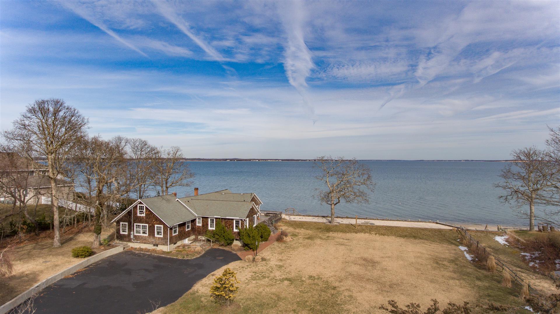 Maison unifamiliale pour l Vente à Exp Ranch 2455 Nassau Point Rd Cutchogue, New York, 11935 États-Unis