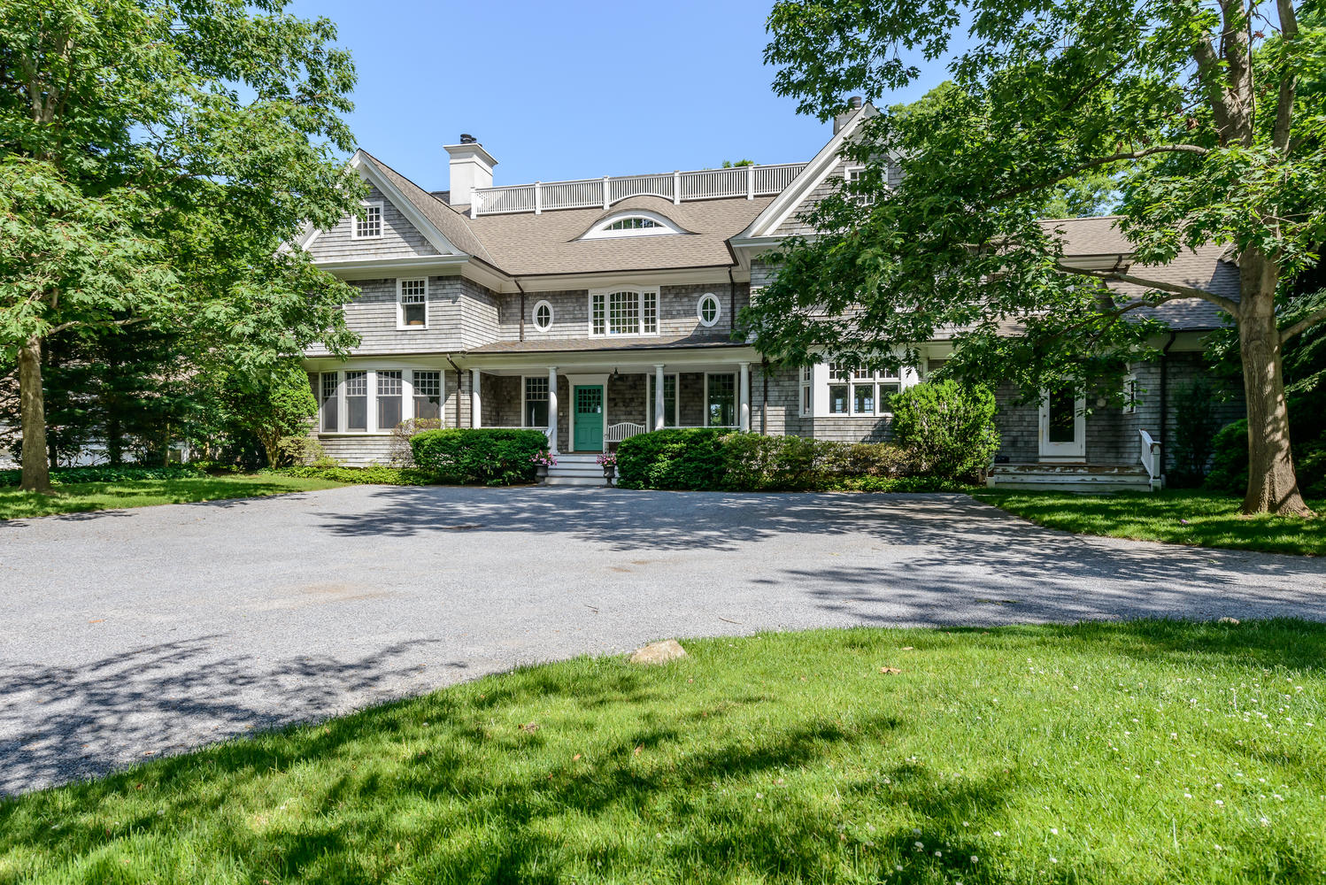 Single Family Home for Sale at Colonial 84 Cove Rd Oyster Bay Cove, New York, 11771 United States