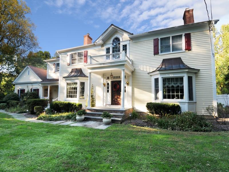 Villa per Vendita alle ore Colonial 8 Watch Way Lloyd Neck, New York, 11743 Stati Uniti