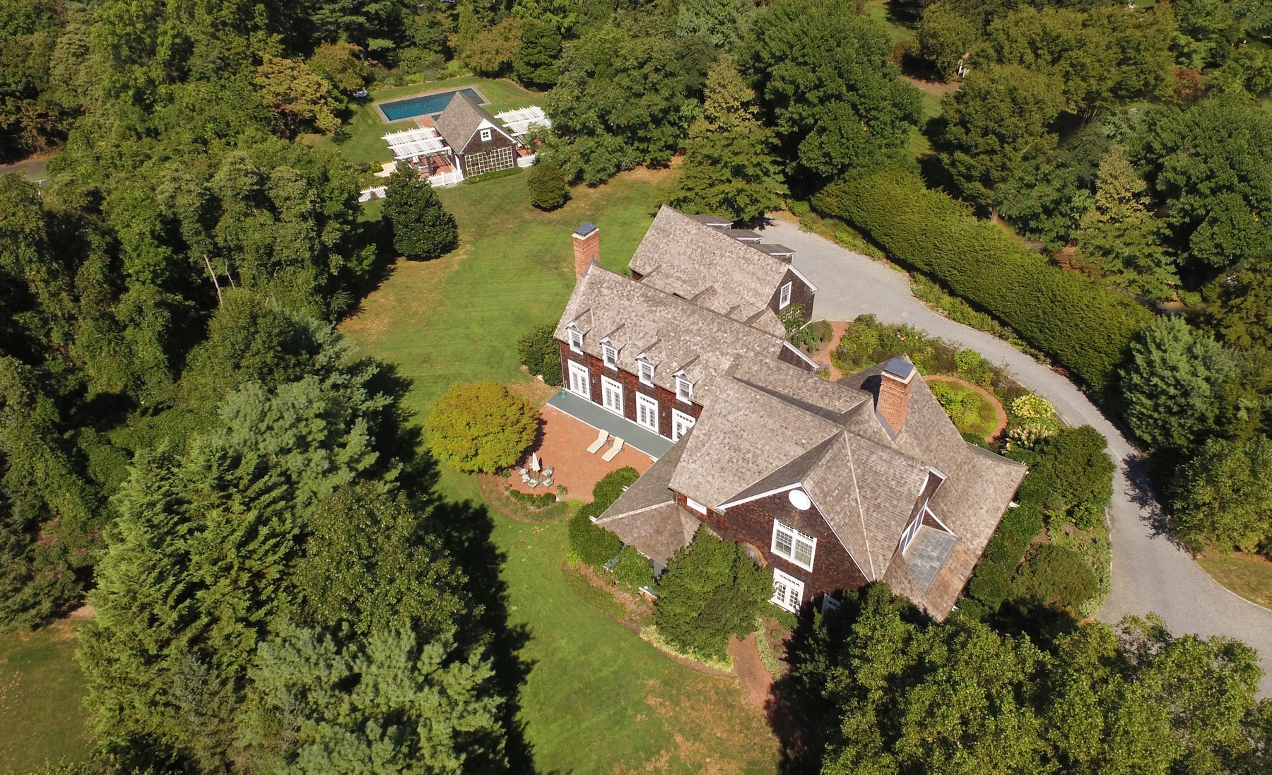 Single Family Home for Sale at Colonial 3 Fox Meadow Ln Lloyd Harbor, New York, 11743 United States