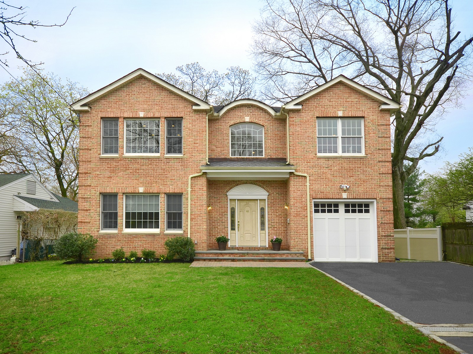 Single Family Home for Sale at Colonial 46 Radcliff Ave Port Washington, New York, 11050 United States