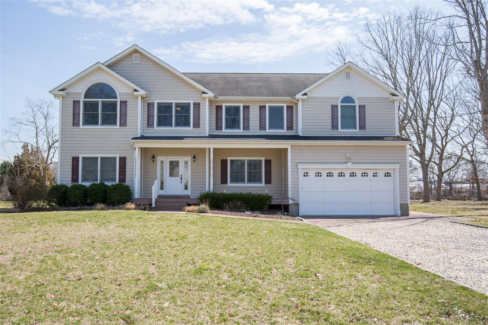 Single Family Home for Sale at 2 Story Mattituck, New York, 11952 United States