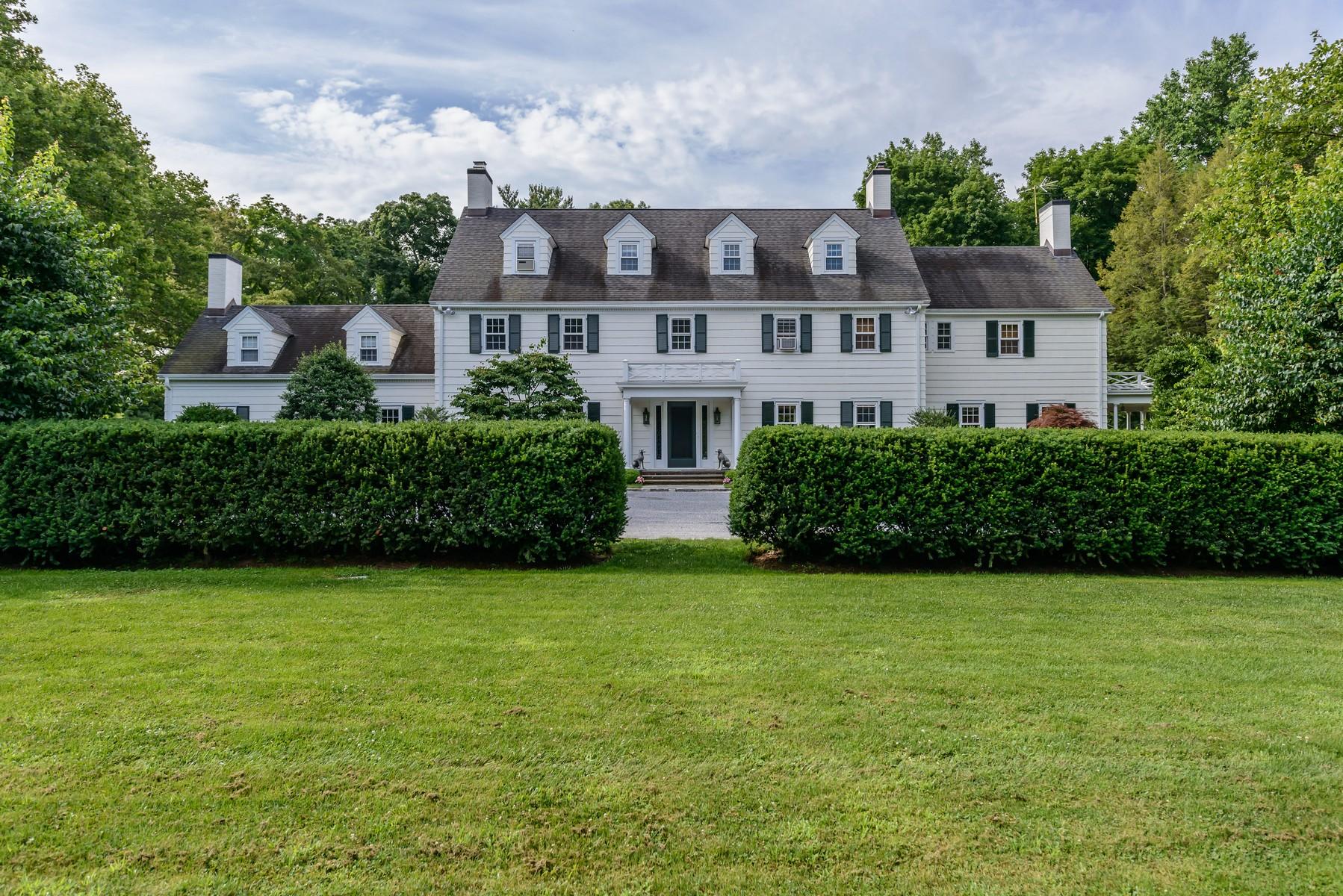 Casa para uma família para Venda às Colonial 81 High Farms Road Glen Head, Nova York, 11545 Estados Unidos