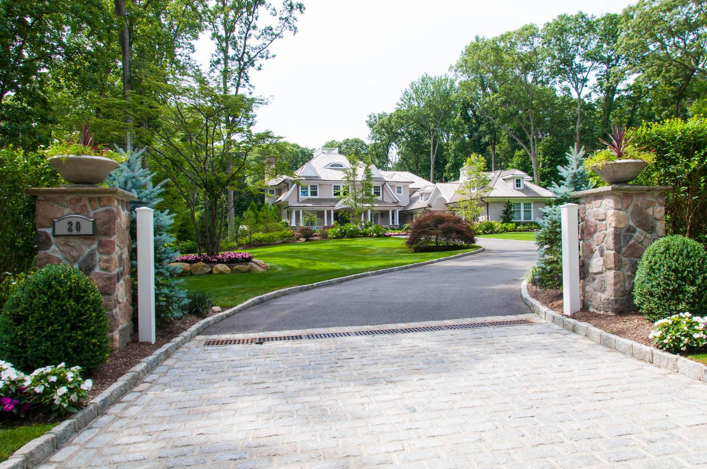 独户住宅 为 销售 在 Traditional 20 Beardsley Ln 劳埃德港, 纽约州, 11743 美国