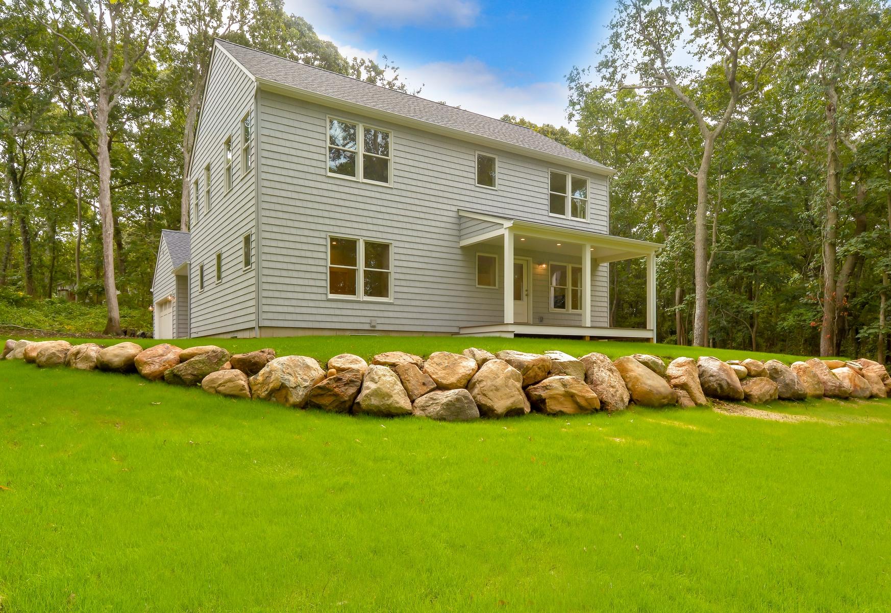 Casa para uma família para Venda às Traditional 485 Hickory Ave Southold, Nova York, 11971 Estados Unidos