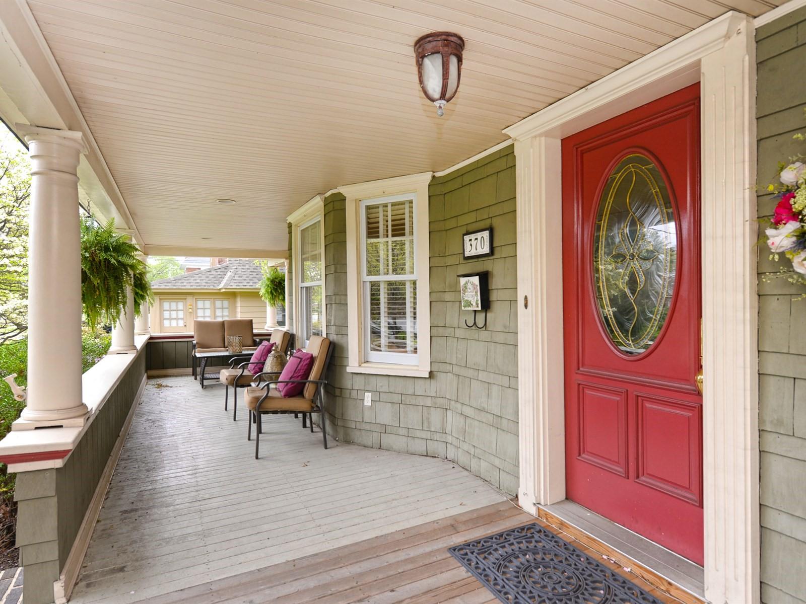 Casa Unifamiliar por un Venta en Victorian 370 N Village Ave Rockville Centre, Nueva York 11570 Estados Unidos