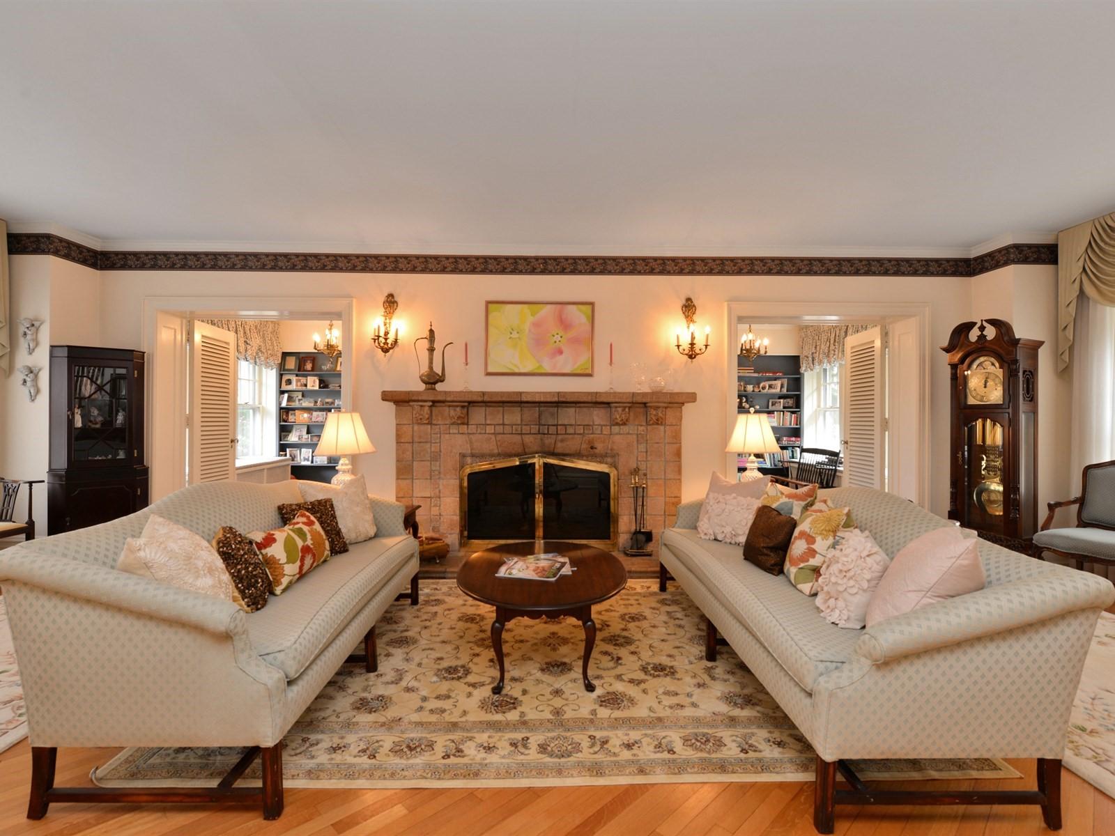 Casa Unifamiliar por un Venta en Colonial 241 Harvard Ave Rockville Centre, Nueva York 11570 Estados Unidos