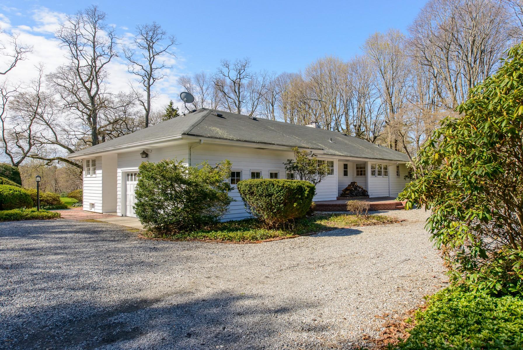 Einfamilienhaus für Verkauf beim Ranch 156 Feeks Ln Lattingtown, New York, 11560 Vereinigte Staaten