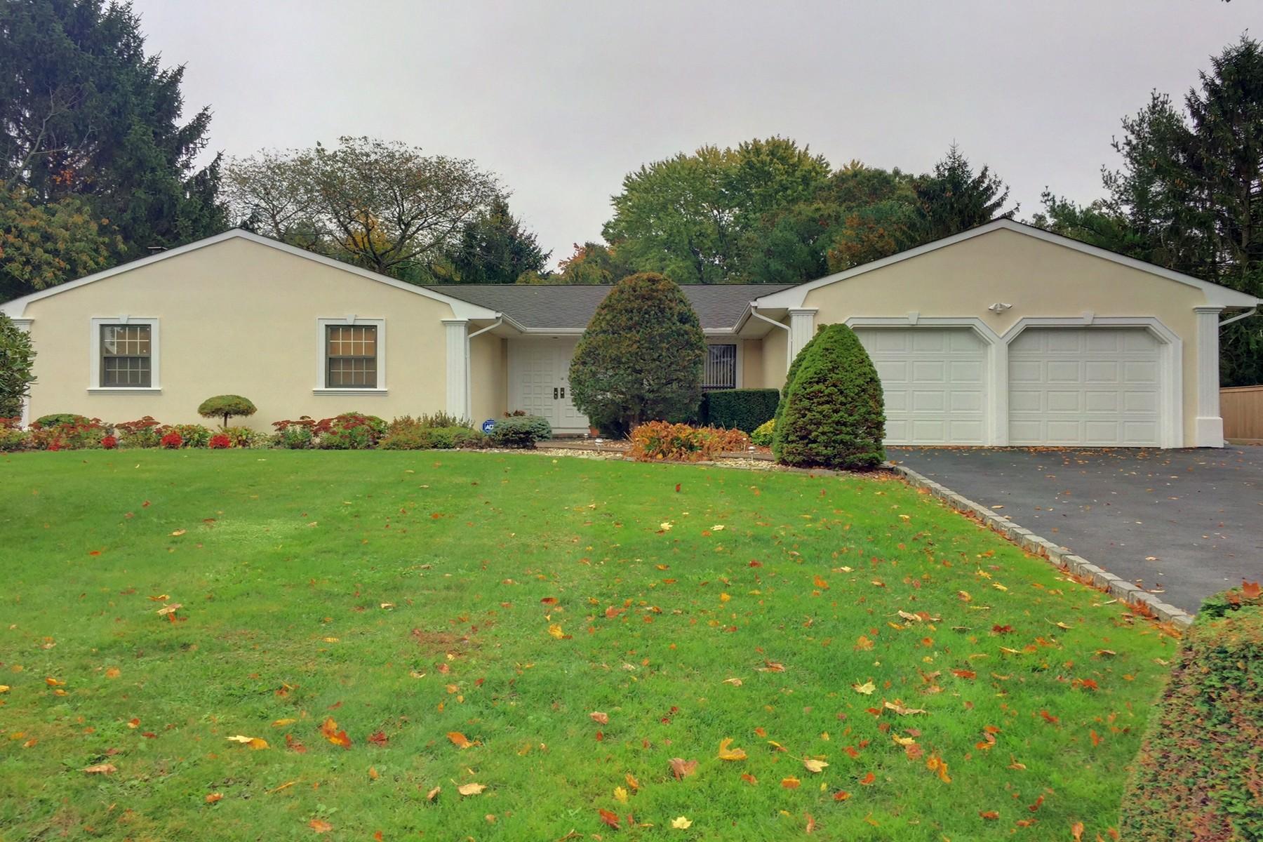 Villa per Vendita alle ore Ranch 8 Doti Ct Huntington, New York, 11743 Stati Uniti