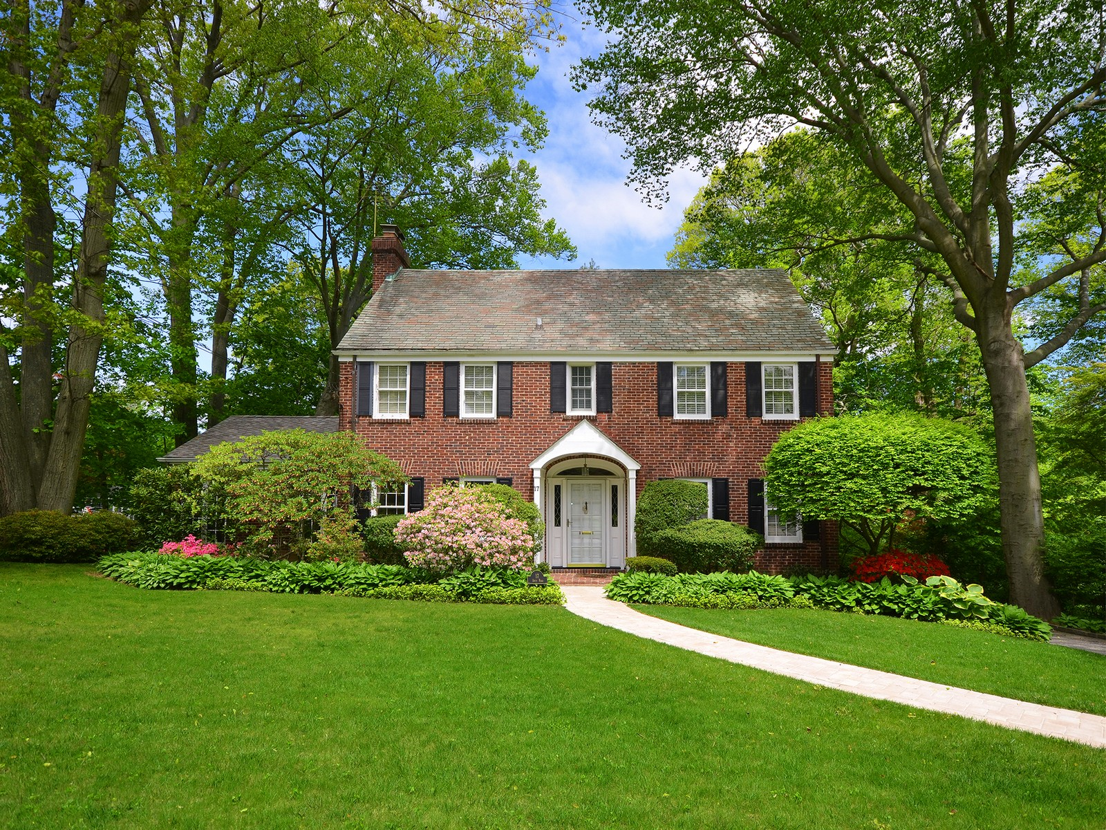 Single Family Home for Sale at Colonial 17 Davis Rd Port Washington, New York, 11050 United States