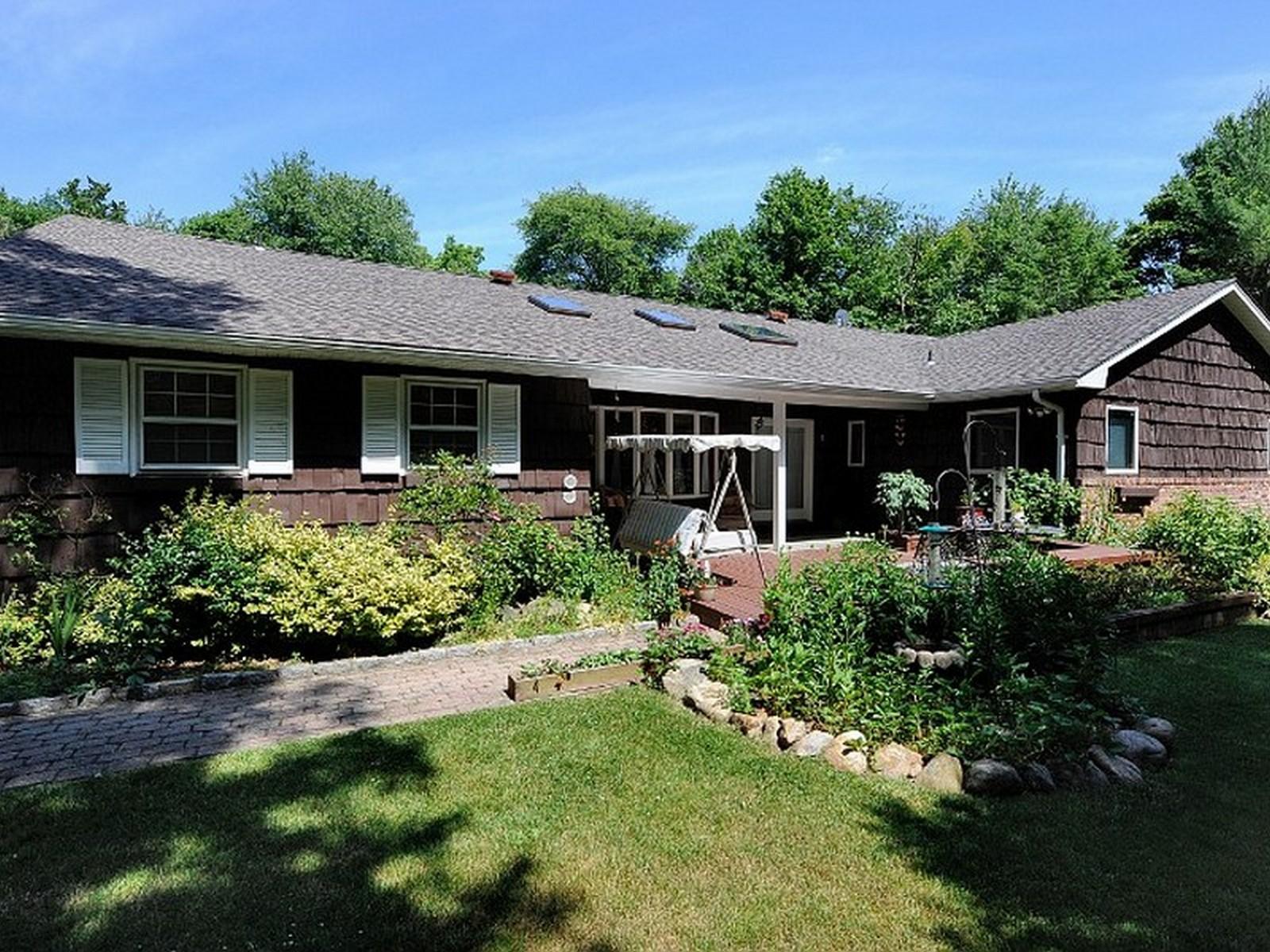 단독 가정 주택 용 매매 에 Ranch Huntington, 뉴욕, 11743 미국