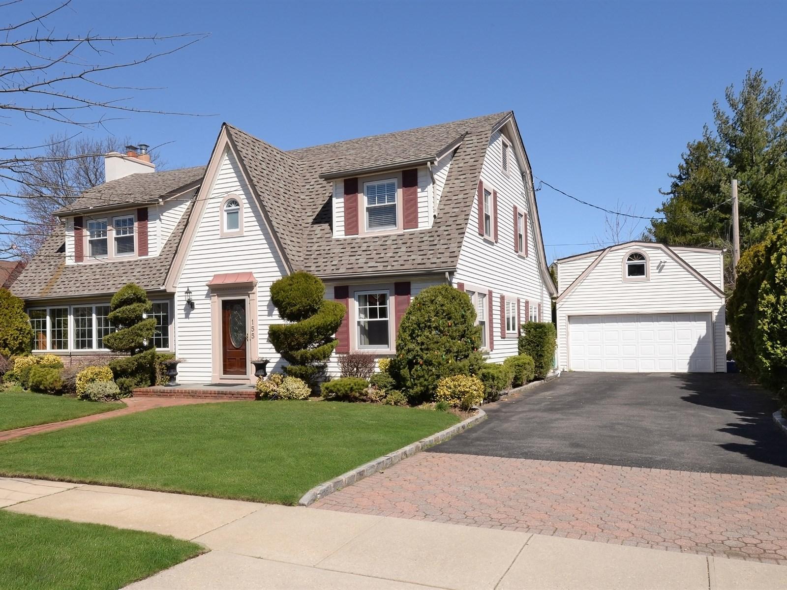 Tek Ailelik Ev için Satış at Colonial 155 Hamilton Rd Rockville Centre, New York, 11570 Amerika Birleşik Devletleri