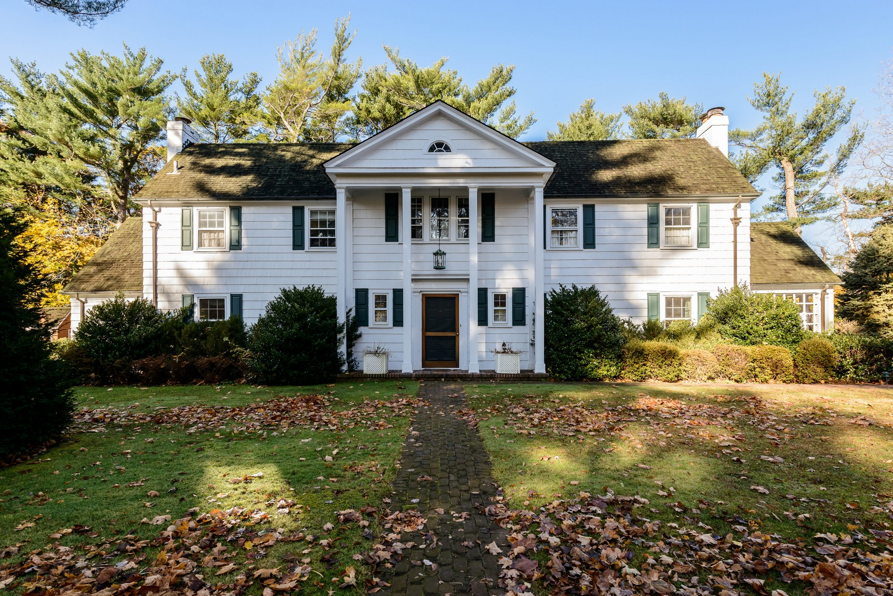 Single Family Home for Sale at Colonial 6 Meadowspring Ln Glen Cove, New York, 11542 United States