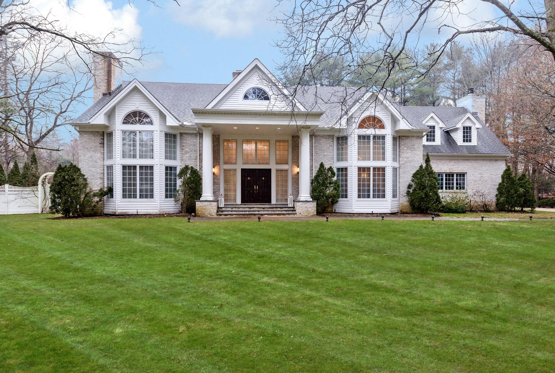 Casa para uma família para Venda às Colonial 12 Donna Dr Upper Brookville, Nova York, 11771 Estados Unidos