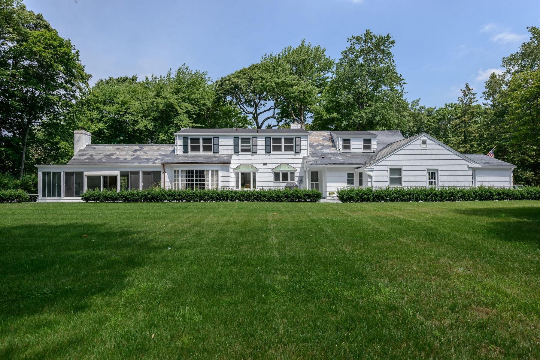 Casa para uma família para Venda às Colonial 30 Woodacres Rd Brookville, Nova York, 11545 Estados Unidos