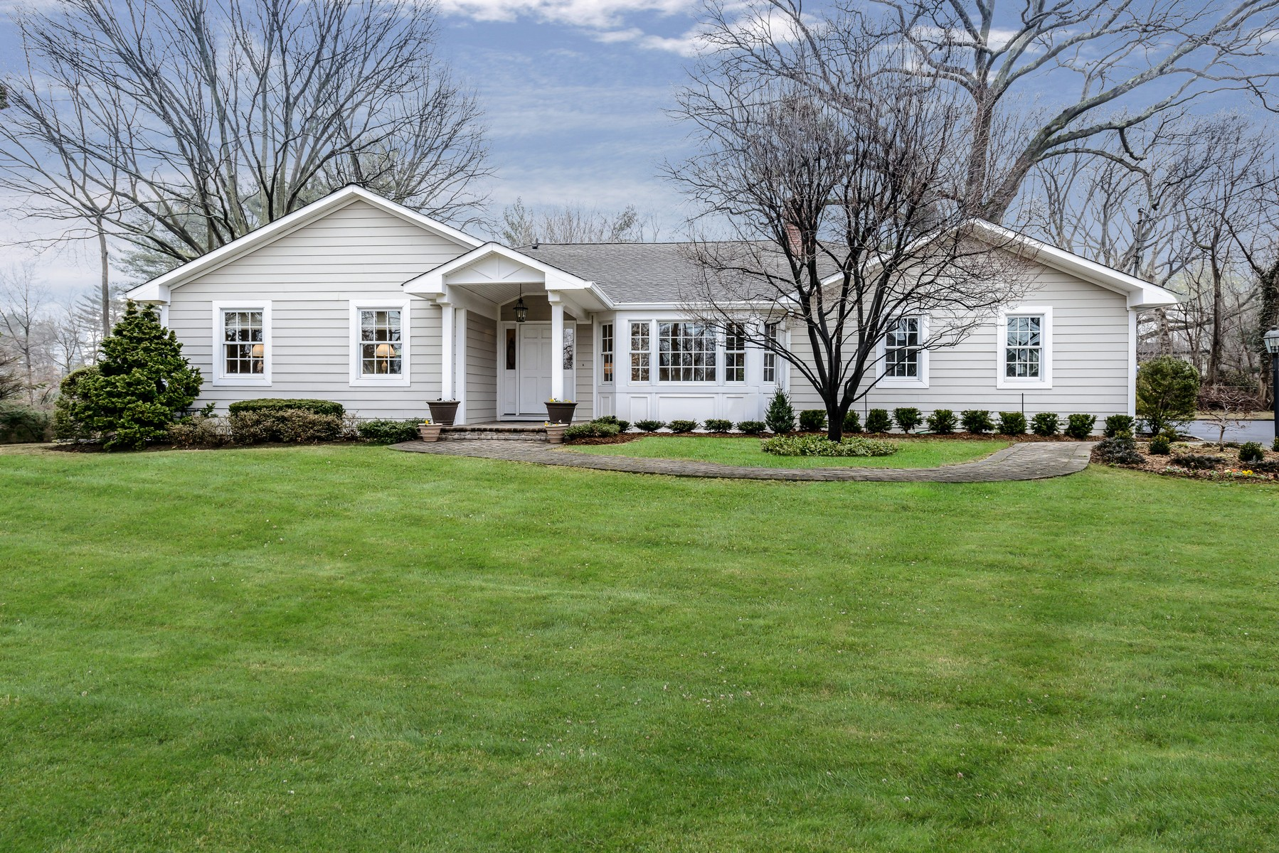 Single Family Home for Sale at Ranch 41 Cornwall Ln Sands Point, New York, 11050 United States