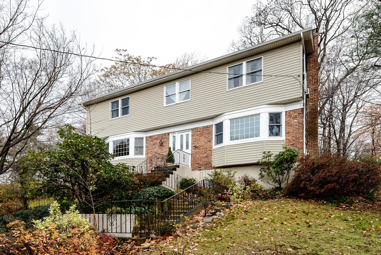 단독 가정 주택 용 매매 에 Colonial 10 Deepdale Ct Glen Cove, 뉴욕, 11542 미국