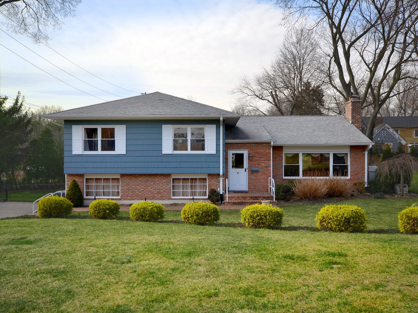 Single Family Home for Sale at Split 1 East View Ct Port Washington, New York, 11050 United States
