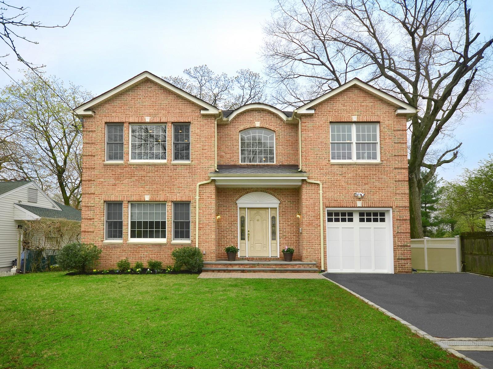 独户住宅 为 销售 在 Colonial 46 Radcliff Ave 华盛顿港, 纽约州, 11050 美国