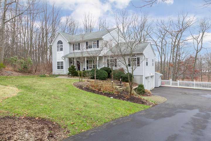 단독 가정 주택 용 매매 에 Post Modern Colonial 10 Riunite Rd Setauket, 뉴욕, 11733 미국