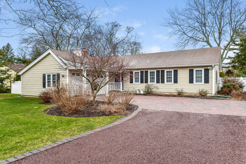 Single Family Home for Sale at 255 Fawn Lane 235 Fawn Ln Cutchogue, New York, 11935 United States