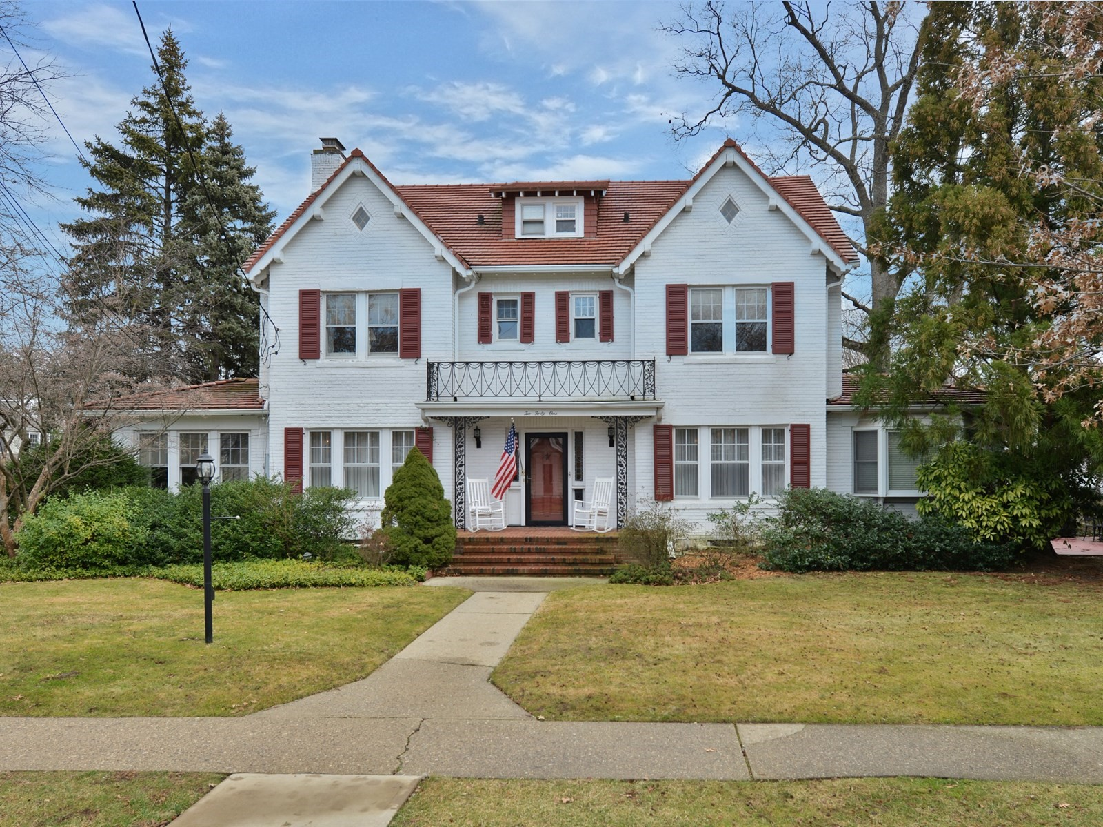 Maison unifamiliale pour l Vente à Colonial 241 Harvard Ave Rockville Centre, New York 11570 États-Unis