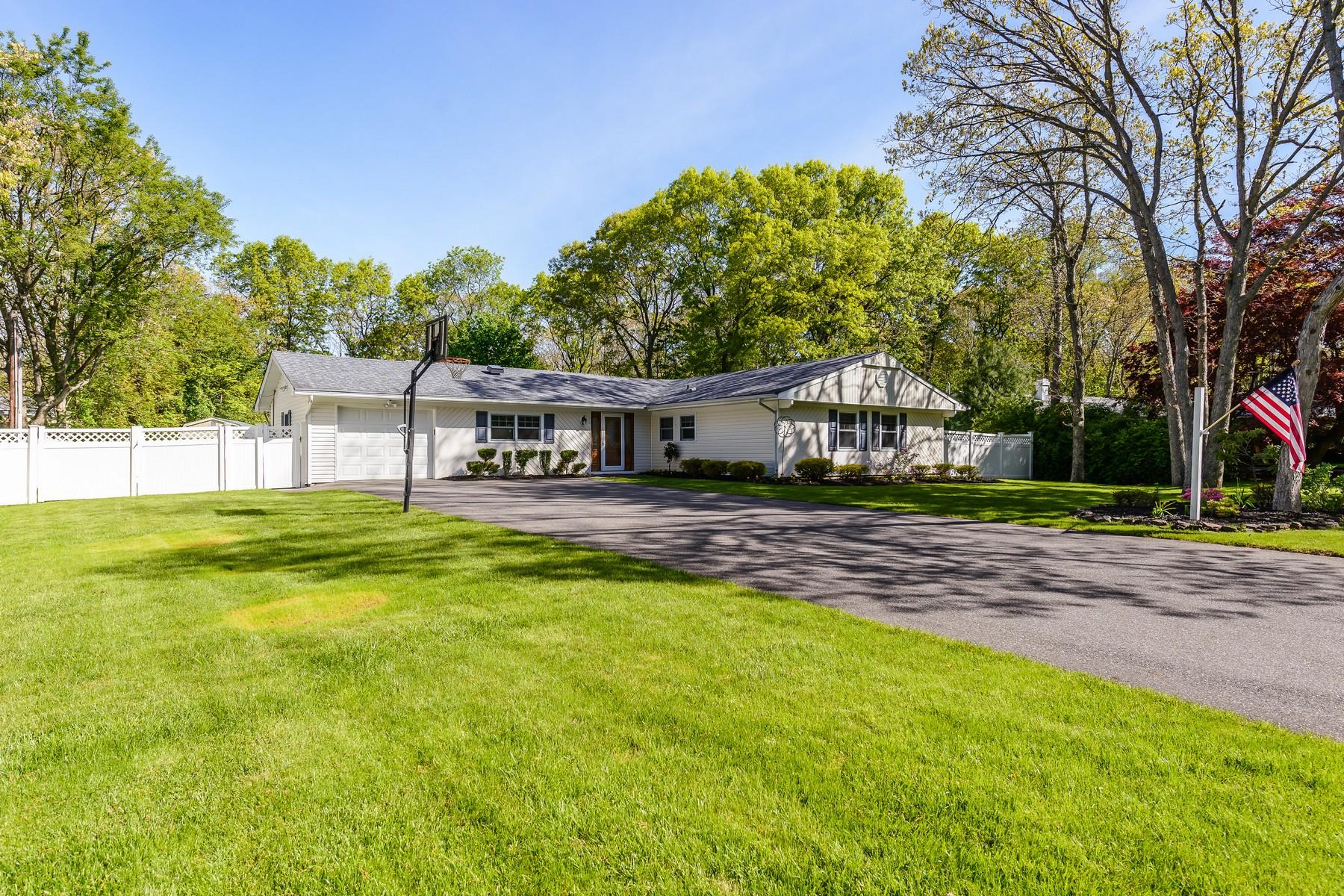 獨棟家庭住宅 為 出售 在 Ranch 5 Sycamore Dr Stony Brook, 紐約州, 11790 美國