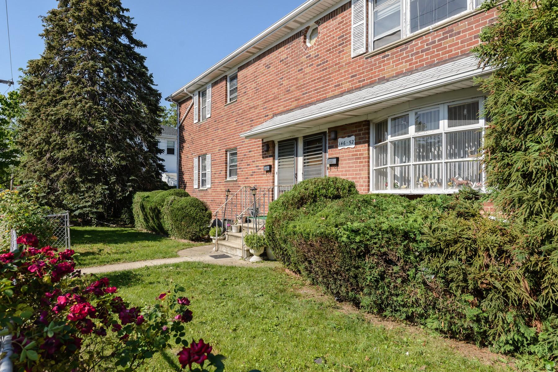 Maison avec plusieurs logements pour l Vente à Other 146-52 25th Dr Flushing, New York 11354 États-Unis