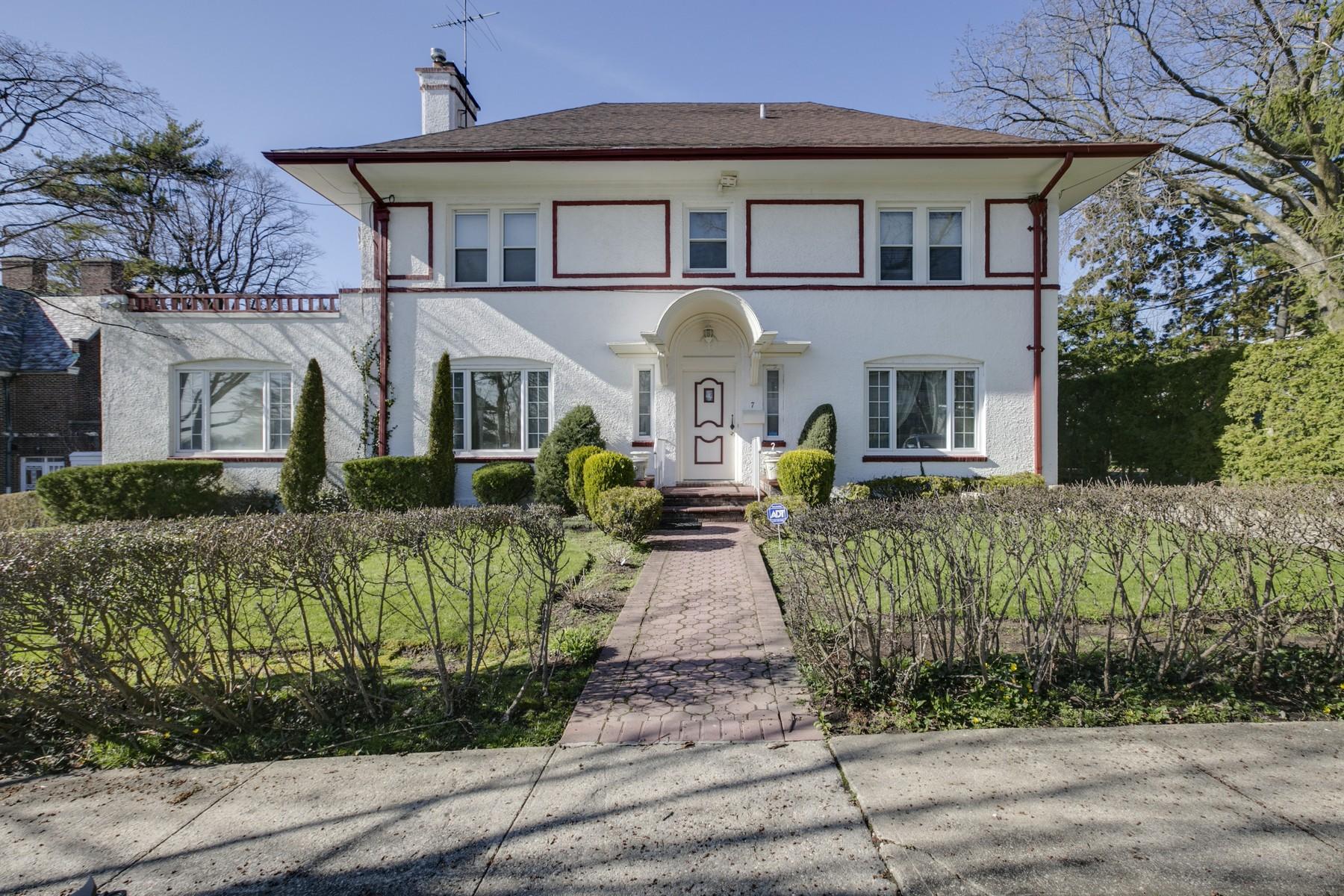 Частный односемейный дом для того Продажа на Colonial 7 Manor Rd Douglaston, Нью-Йорк, 11363 Соединенные Штаты
