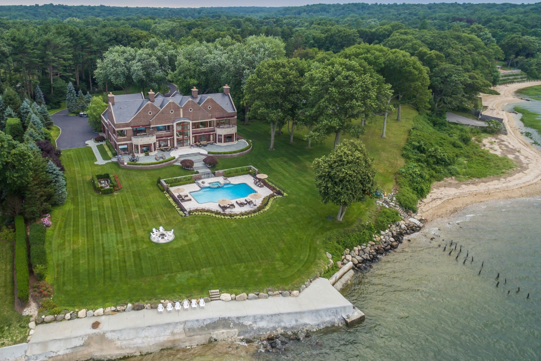 Villa per Vendita alle ore Estate 1 Lighthouse Point Lloyd Harbor, New York, 11743 Stati Uniti