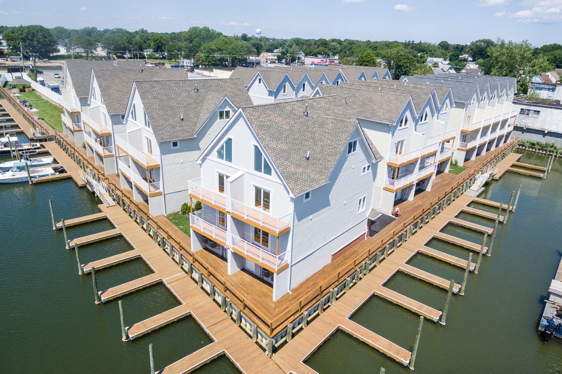 Appartement en copropriété pour l Vente à Condo 600 Ray St 24 Freeport, New York 11520 États-Unis
