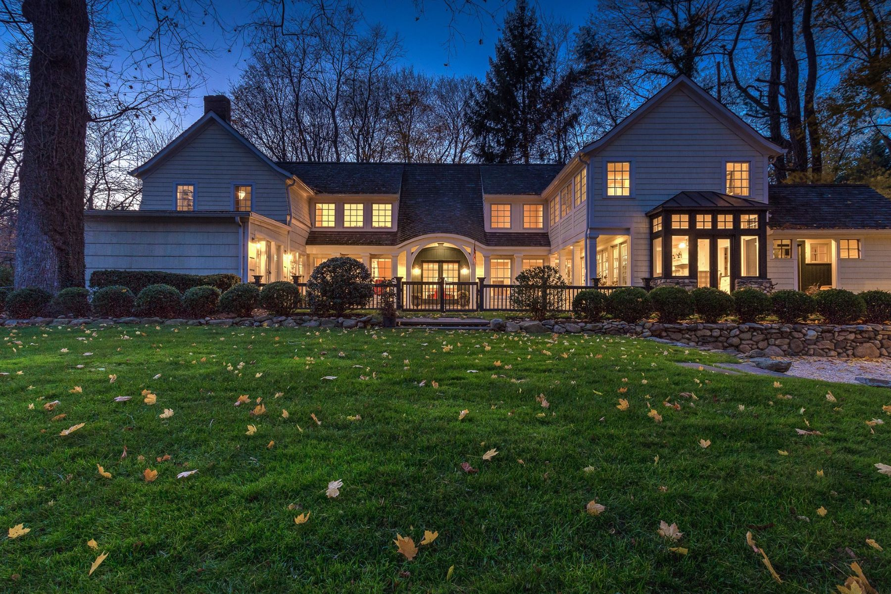 واحد منزل الأسرة للـ Sale في 89 Oyster Bay Rd 89 Oyster Bay Rd Locust Valley, New York, 11560 United States
