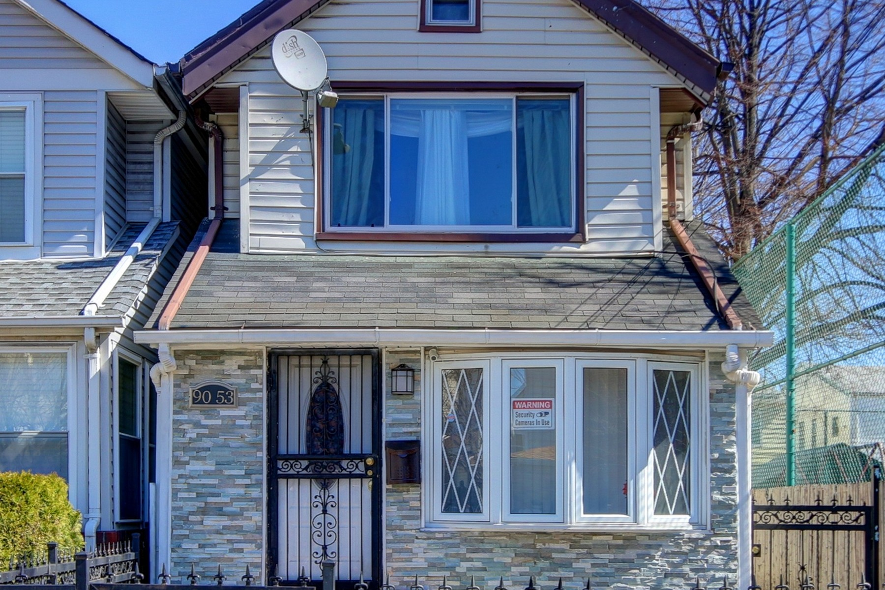 Частный односемейный дом для того Продажа на Colonial 90-53 179th Pl Jamaica, Нью-Йорк 11432 Соединенные Штаты