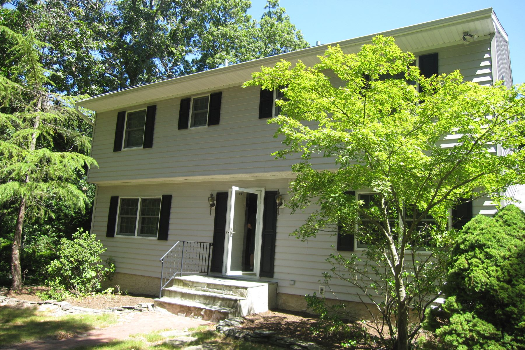 Single Family Home for Sale at Private Beach Community 21 Hillside Rd Stony Brook, New York, 11790 United States