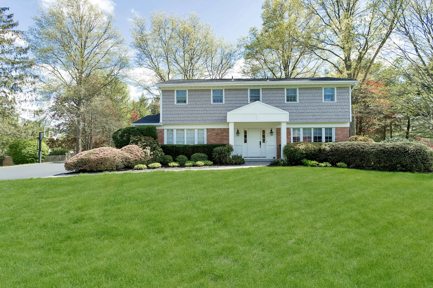 Single Family Home for Sale at Splanch 90 Northgate Dr Syosset, New York, 11791 United States