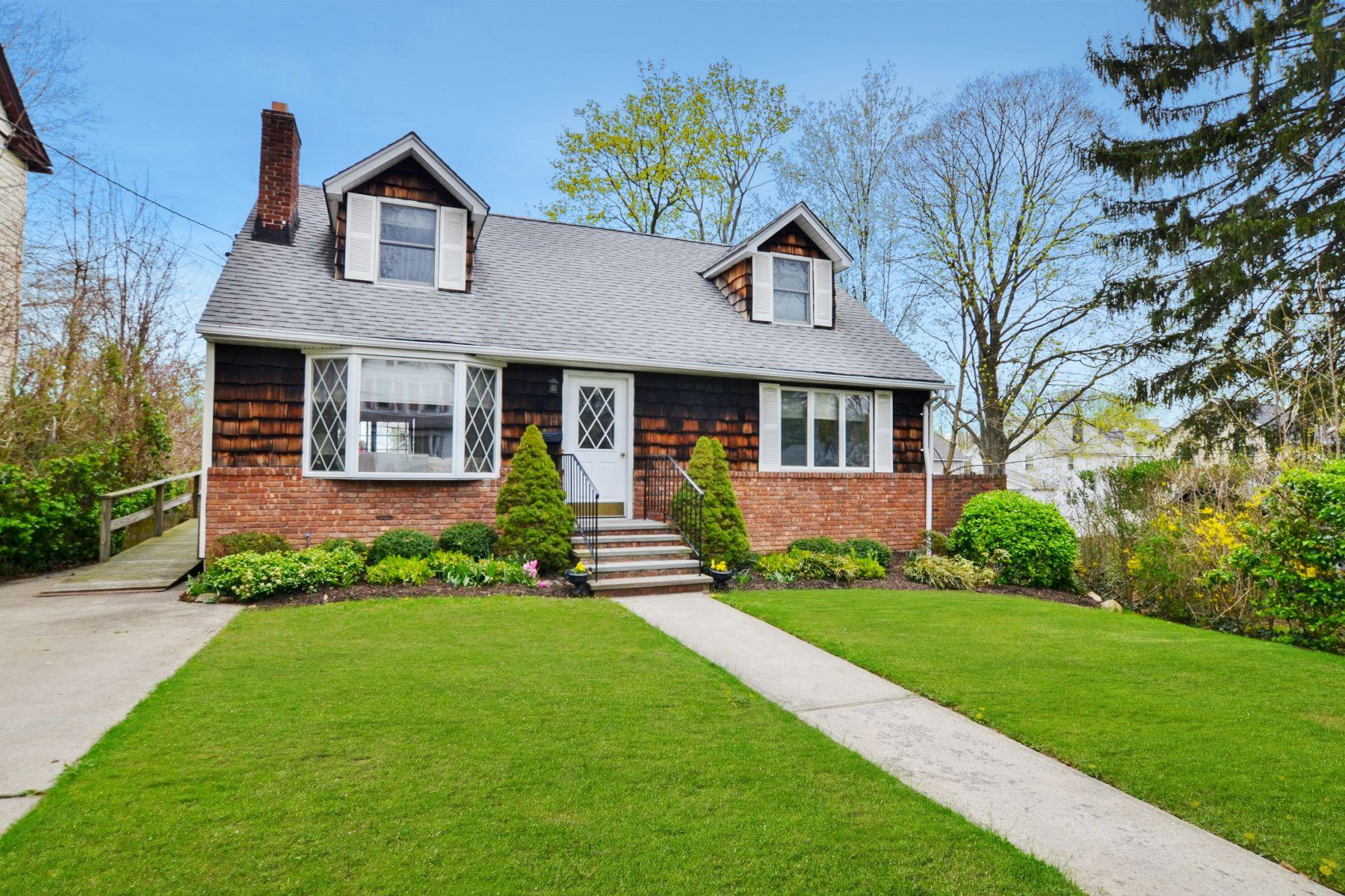 獨棟家庭住宅 為 出售 在 Cape 101 Elm St Huntington, 紐約州, 11743 美國