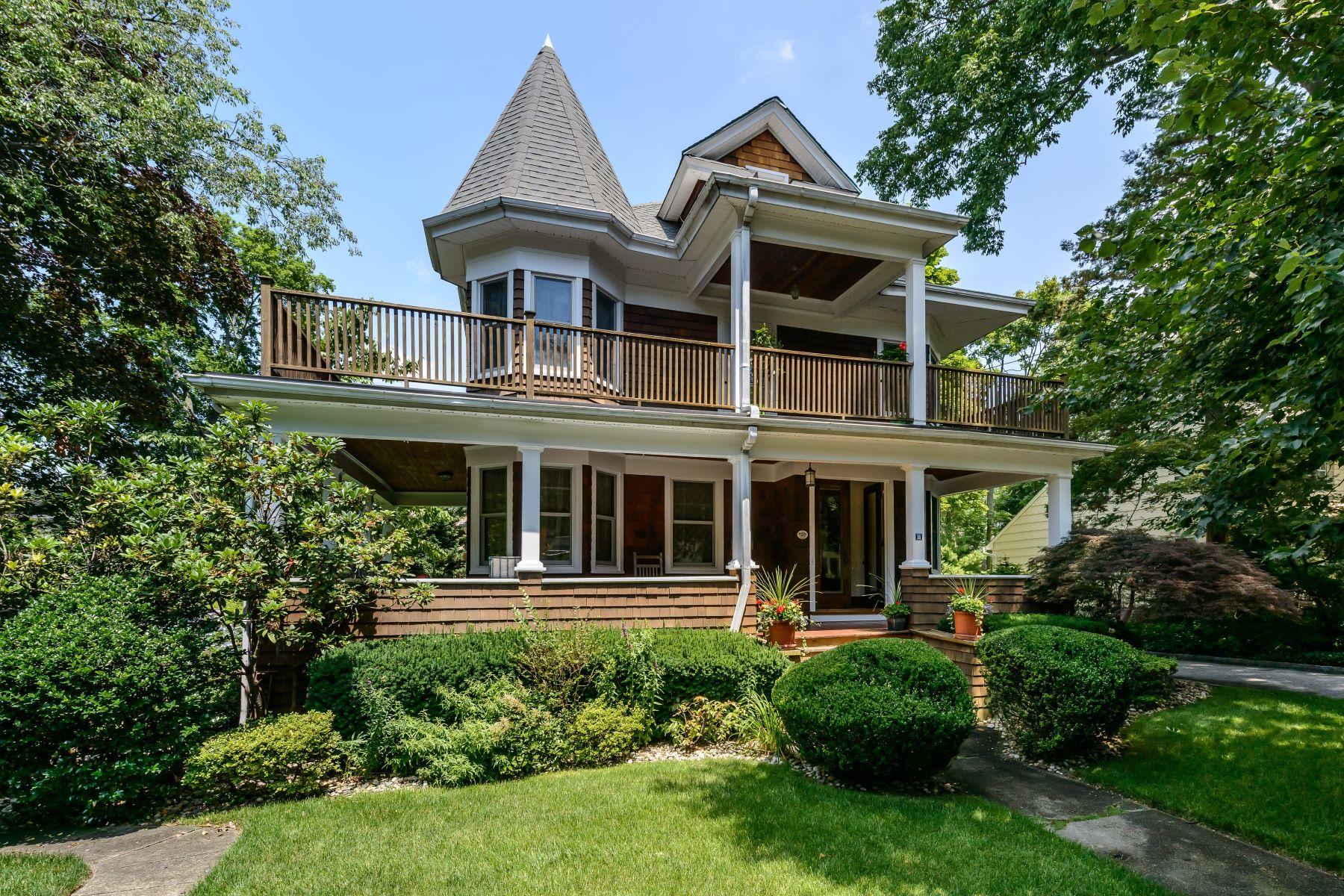 Casa para uma família para Venda às Colonial 11 Reid Ave Port Washington, Nova York, 11050 Estados Unidos