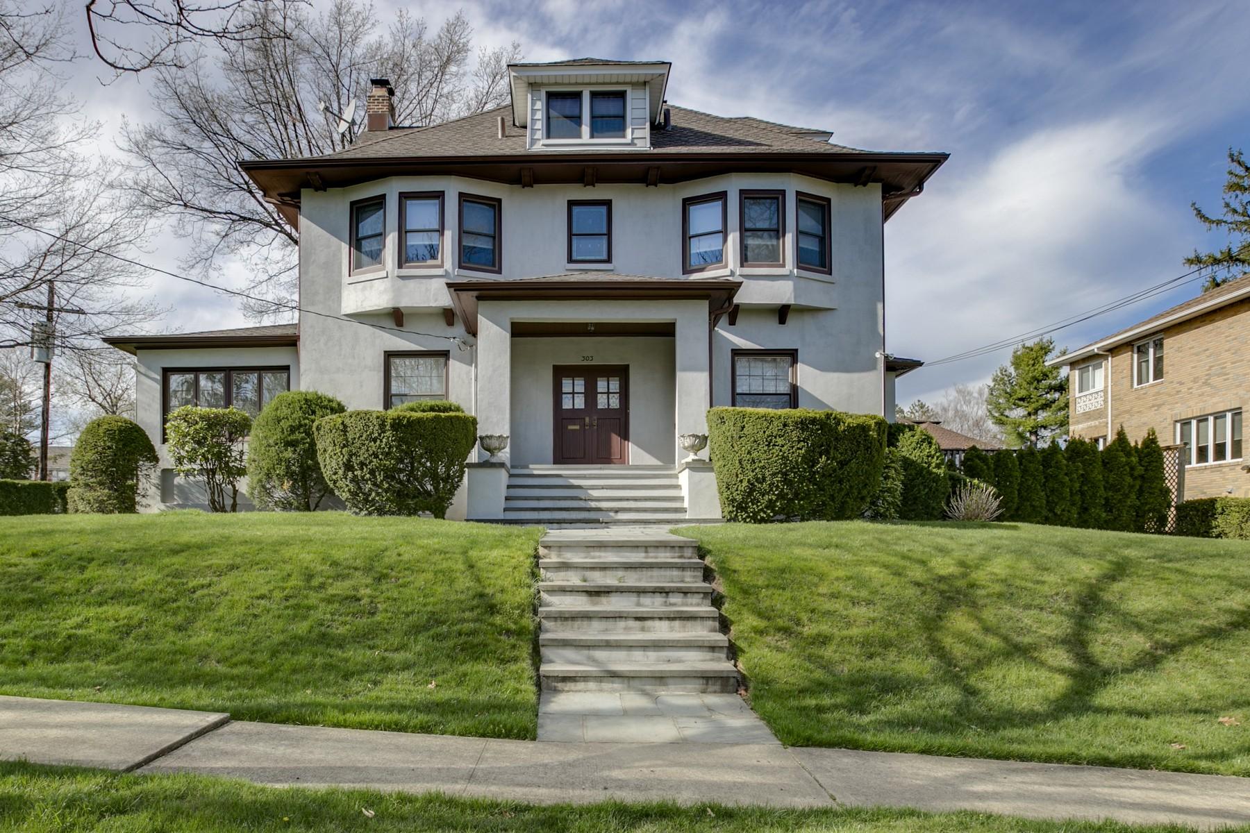 Einfamilienhaus für Verkauf beim Colonial 303 Forest Rd Douglaston, New York, 11363 Vereinigte Staaten