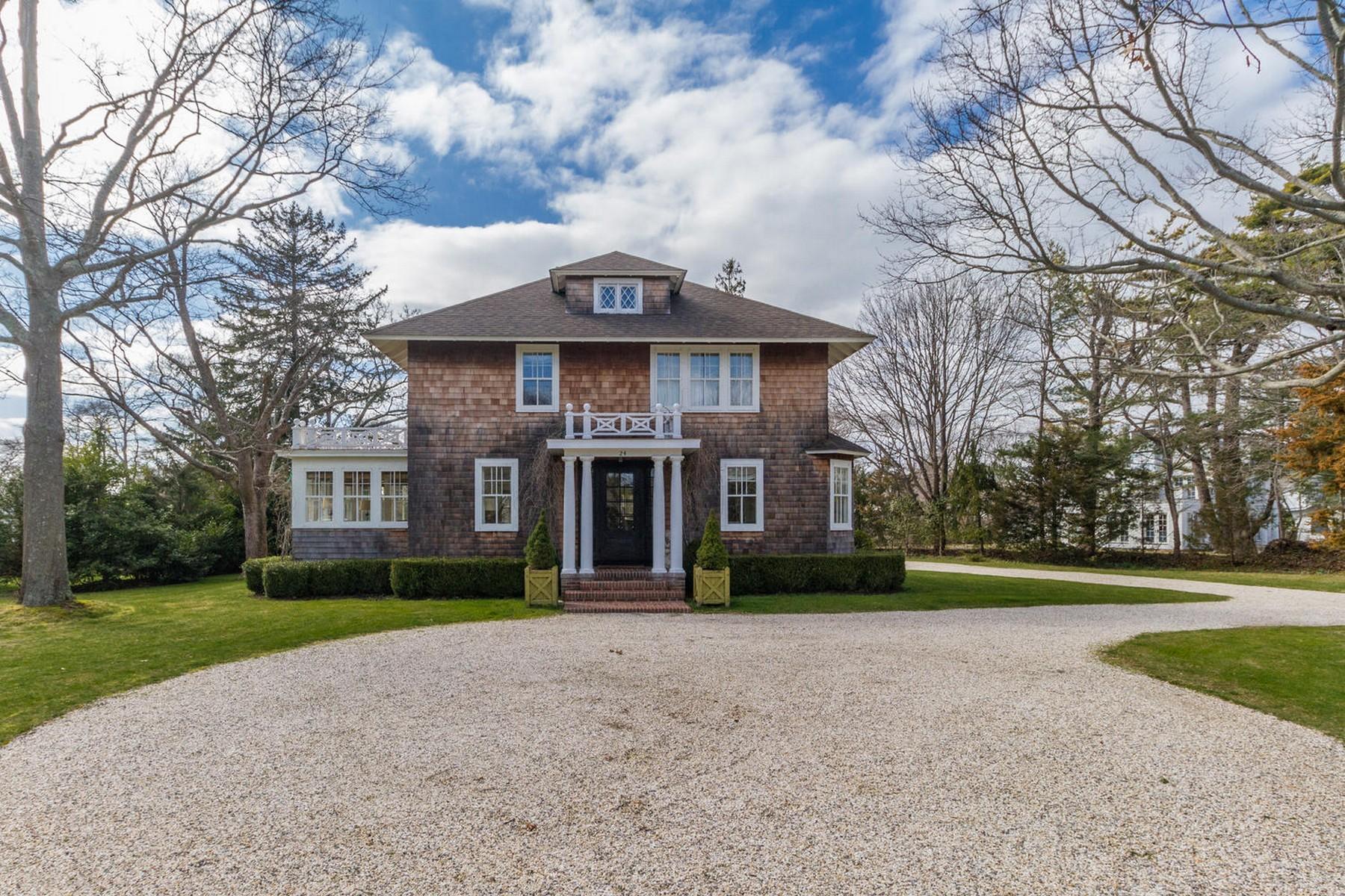 Villa per Vendita alle ore Colonial 24 S Howells Point Rd Bellport, New York, 11713 Stati Uniti